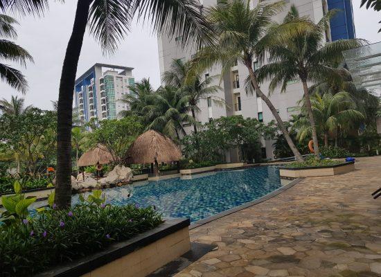 Taman bermain dan kolam renang